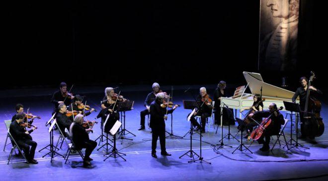 Filarmoniki in Uto Ughi navdušili občinstvo v Amfiteatru Avditorija Portorož